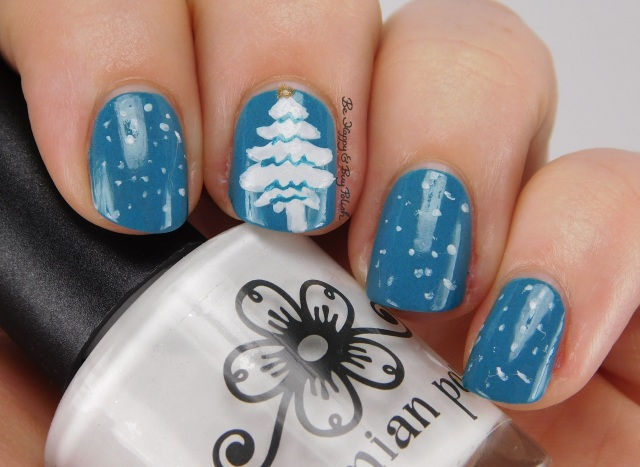 Snowy Christmas tree nail art | Be Happy And Buy Polish