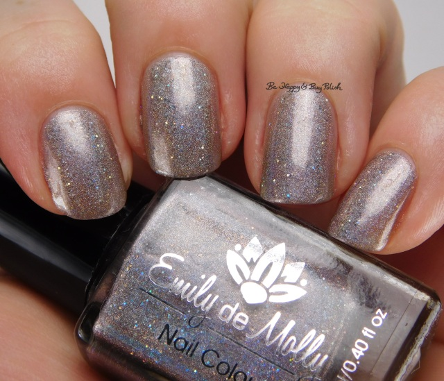 Emily de Molly Cracks in the Walls | Be Happy And Buy Polish